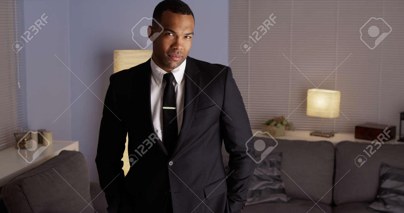 29bad120967ce3 Handsome Homme Noir Vêtu D un Costume Banque D Images Et Photos ...