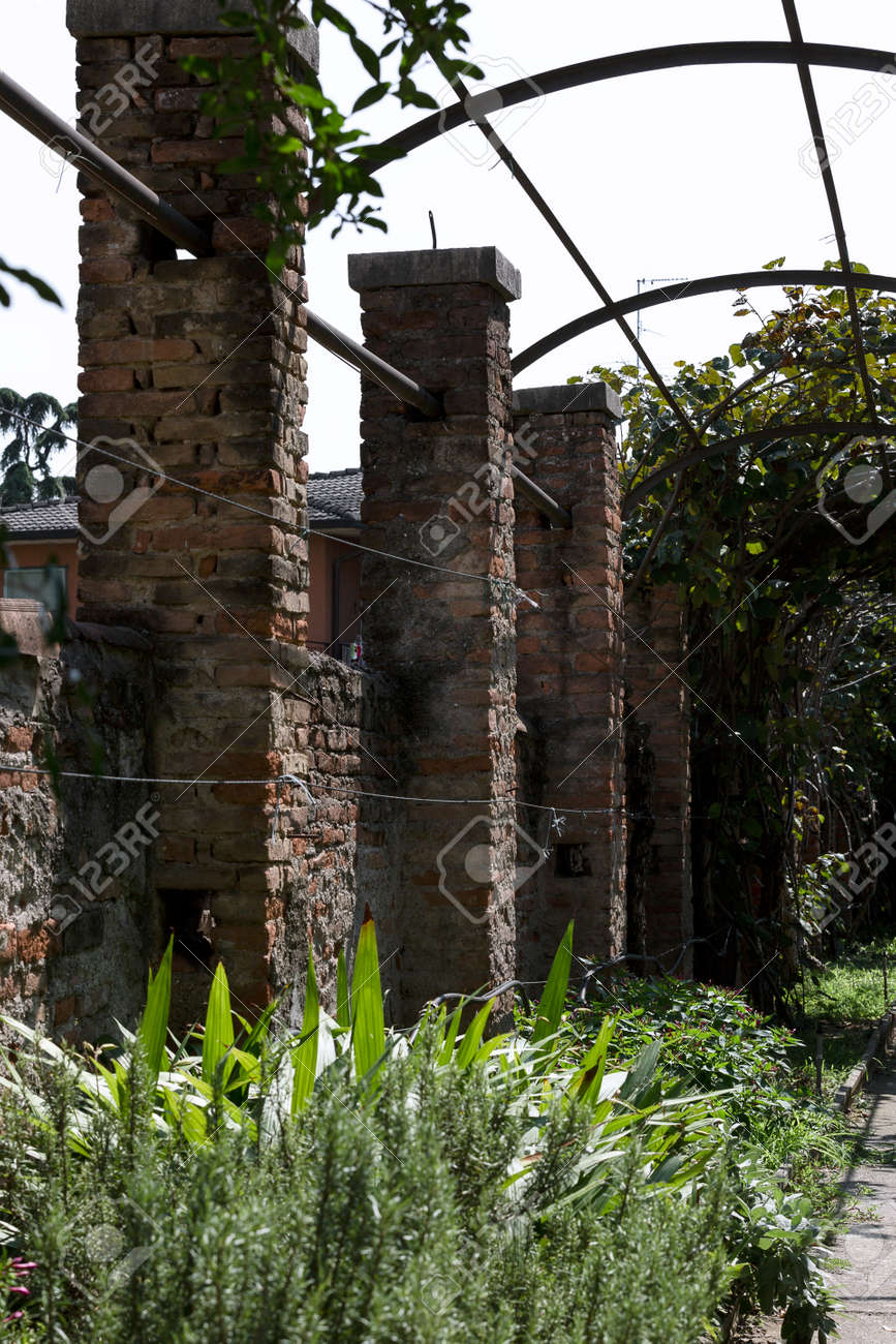 arched wall of an ancient courtyard in city - 171351231