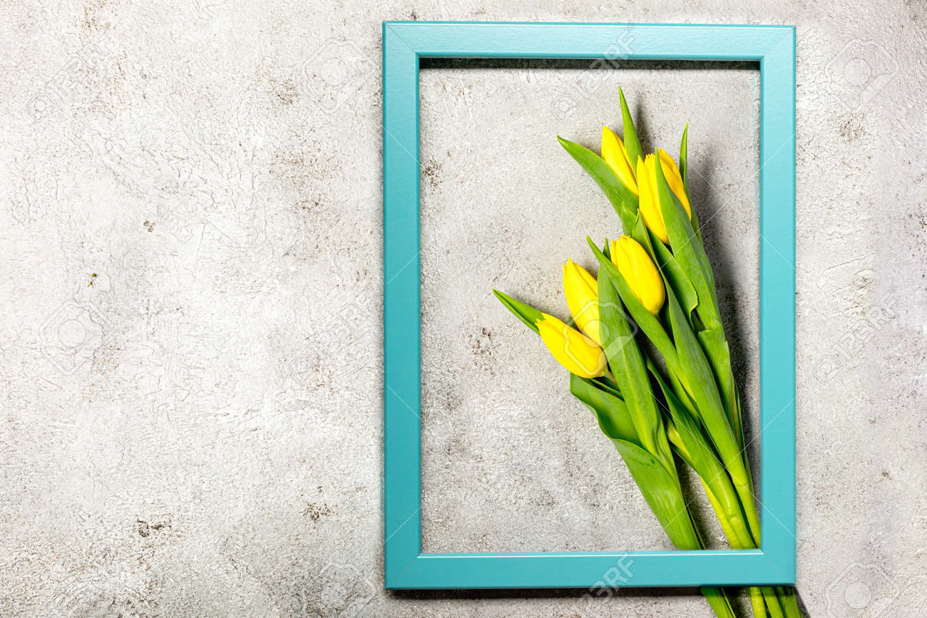 Fresh yellow tulip flowers on ultimate gray wall - 167193385