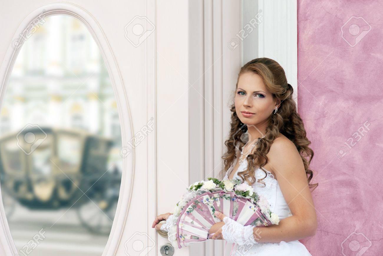Bride with wedding fan-bouquet near the mirror Standard-Bild - 14996136