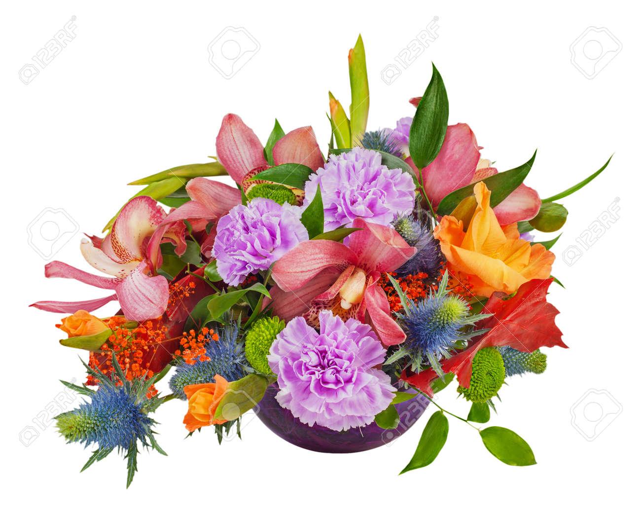 Ramo Floral De Orquídeas Gladiolos Y Claveles Arreglo De La Pieza Central En El Florero De Cristal Azul Aislado Sobre Fondo Blanco