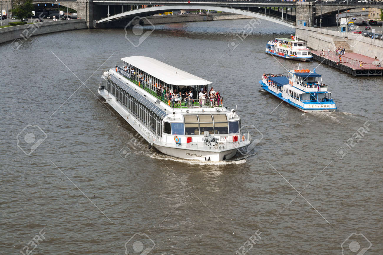 Pleasure boat on the Moscow River Stock Photo - 17585894