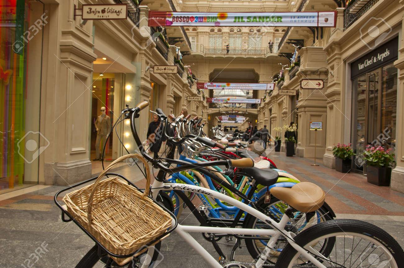 Bikes in a shop window Stock Photo - 17491228