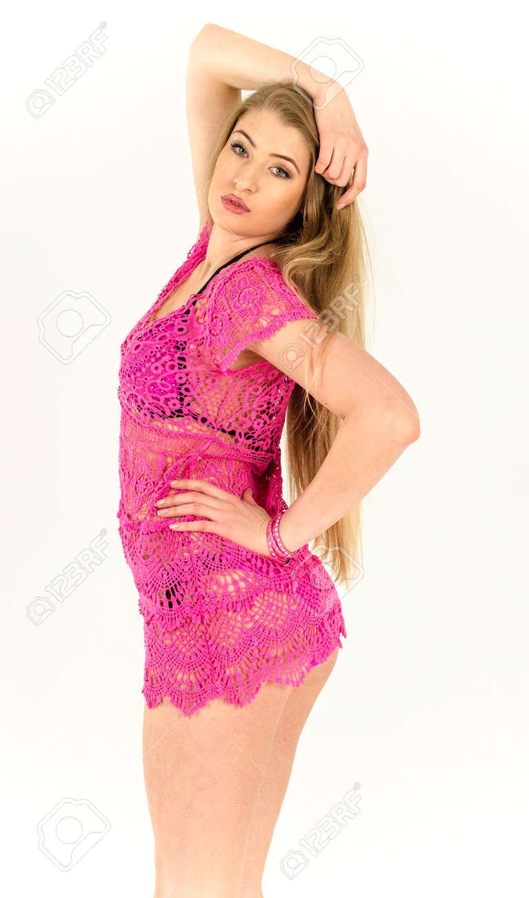 Hermosa Rubia Con Un Vestido De Malla Rosa Claro Fotos, Retratos ...