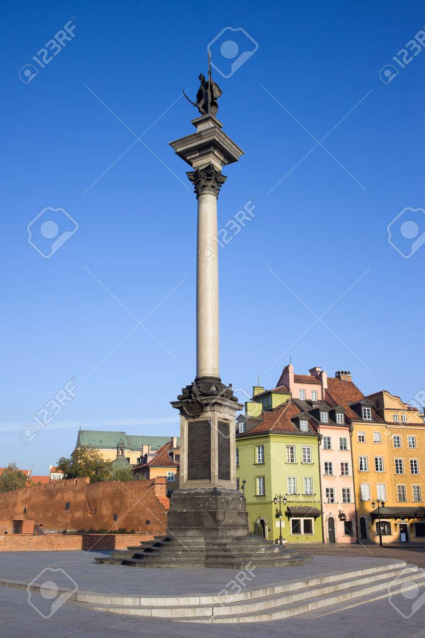 King Sigismund III Vasa column (Polish: Kulumna Zygmunta) in the Old Town (Polish: Stare Miasto, Starowka) of Warsaw in Poland Stock Photo - 11305111