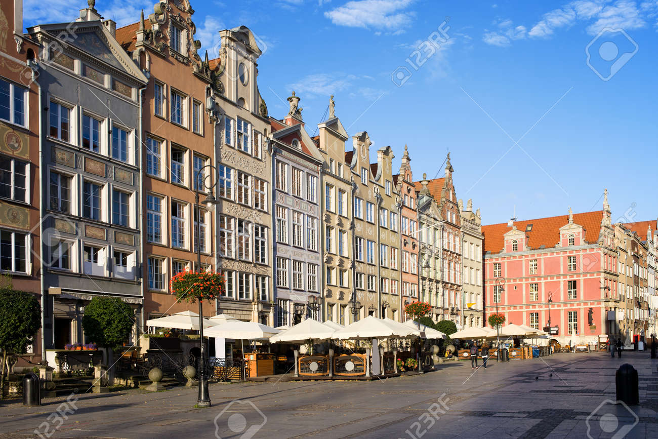Long Market (Polish: Dlugi Targ) pedestrianised representational street lined with scenic Renaissance apartment buildings in the Old Town of Gdansk, Poland Stock Photo - 11979966