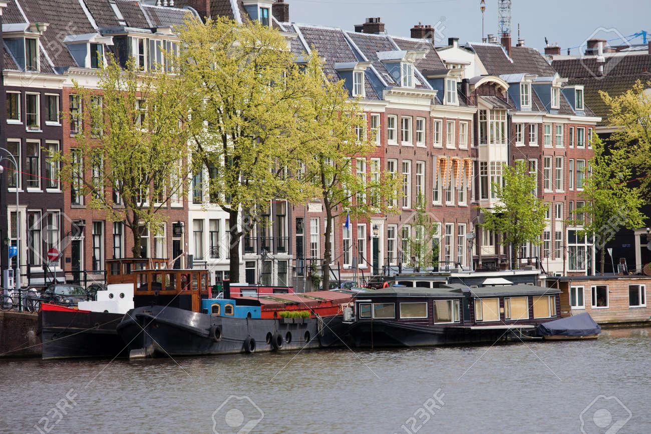 Vendita Case In Olanda città di amsterdam, case e case galleggianti sul fiume amstel lungomare in  olanda, provincia noord-holland.