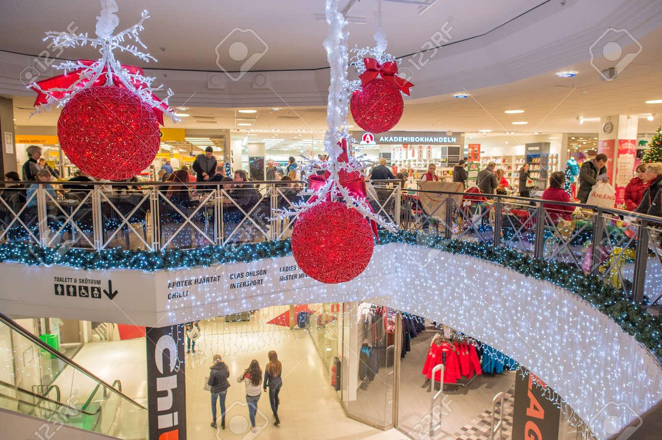 Norrkoping Sweden December 13 2014 Christmas Shoppers In