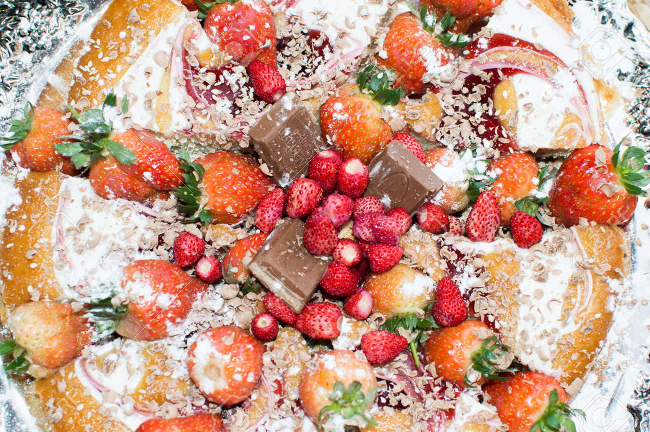 Pie with chocolate and fruit-raspberries andsweet strawberries - 57128178