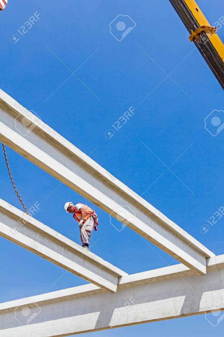 Höhe Arbeitnehmer Ist Hoch Oben Auf Betonrahmen Ohne Angemessene ...