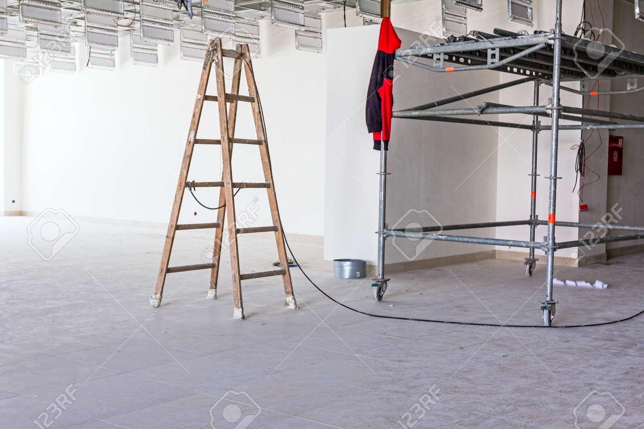 Bureau suspendu bois matériau bois couleur scandinave