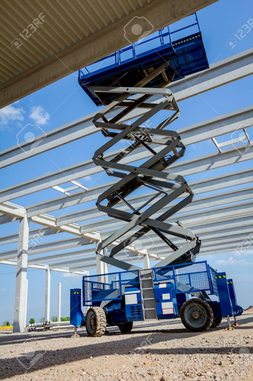 Scissor lift platform with stretched hydraulic system at maximum
