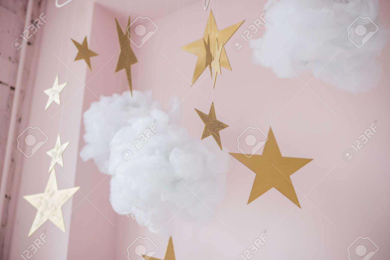 Imagen De Bonitas Estrellas Y Nubes Colgando Decoración Para Niños
