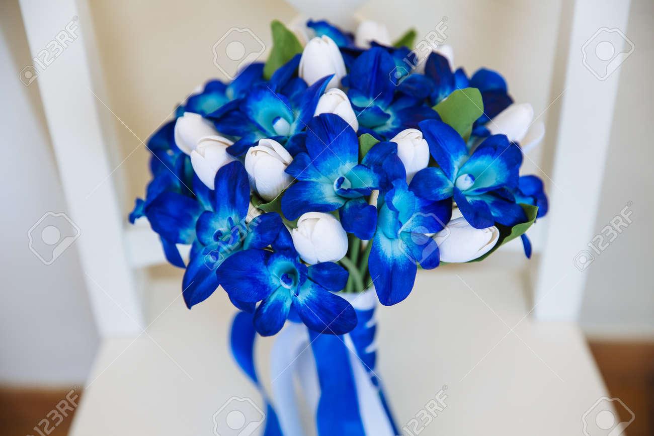 Mazzo Di Fiori Blu.Immagini Stock Mazzo Di Nozze Con Fiori Blu Sullo Sfondo Bianco