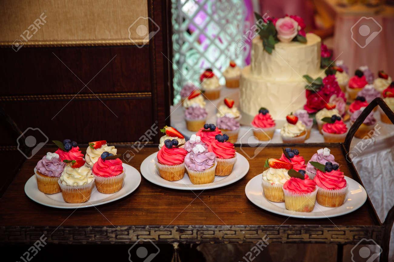 Susse Hochzeitstorte Mit Schokoriegel Muffins Kuchen Und