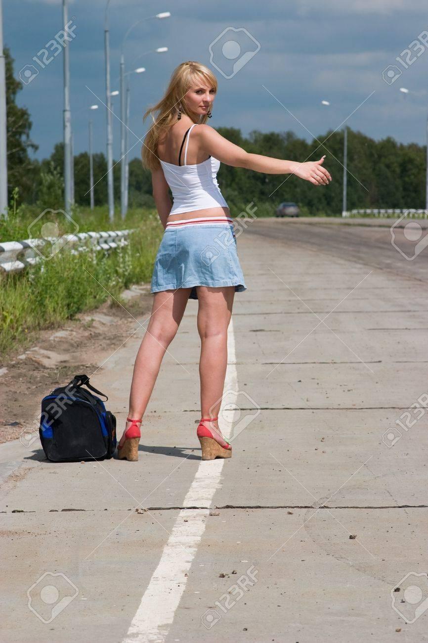 Фото женщин на дороге 5 фотография