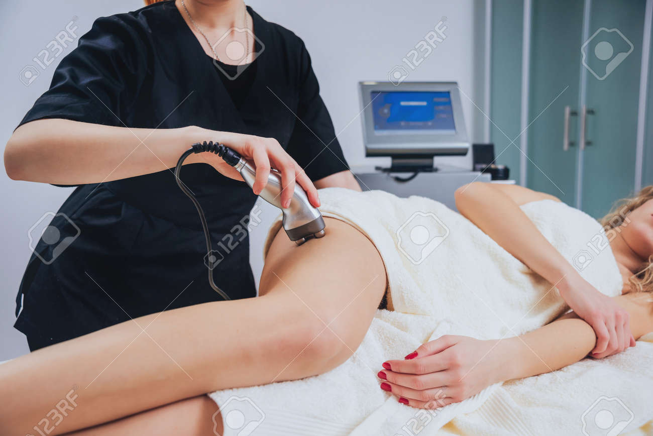 Young girl is relaxing in the spa. Physiotheraphy. - 151329421