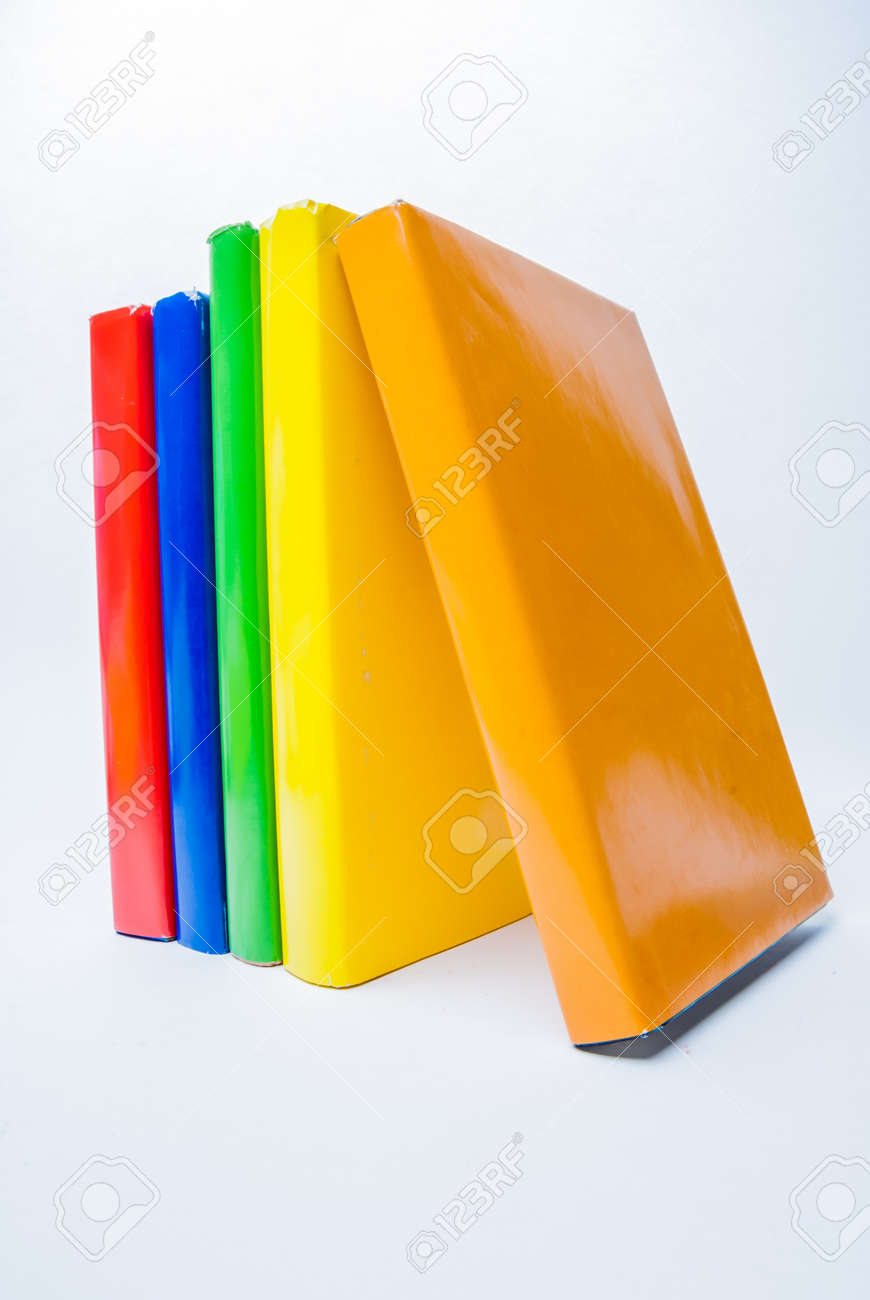 Verdaderos Libros De Colores Sobre Fondo Blanco Fotos, Retratos ...