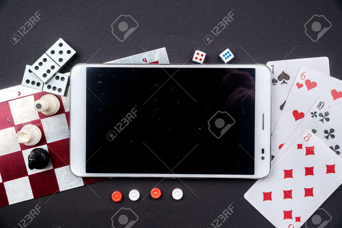 Varios Juegos De Mesa Y Figurillas Con Tablet Pc Mas De Tablero De