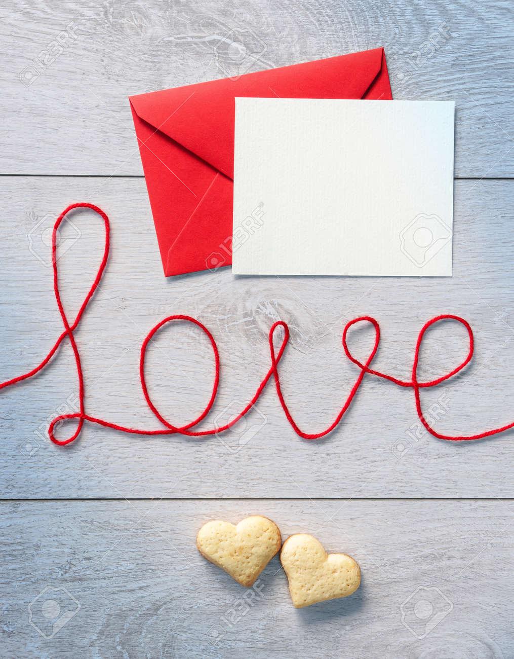 Wort Liebe Roter Umschlag Mit Buchstaben Und Cookies Auf