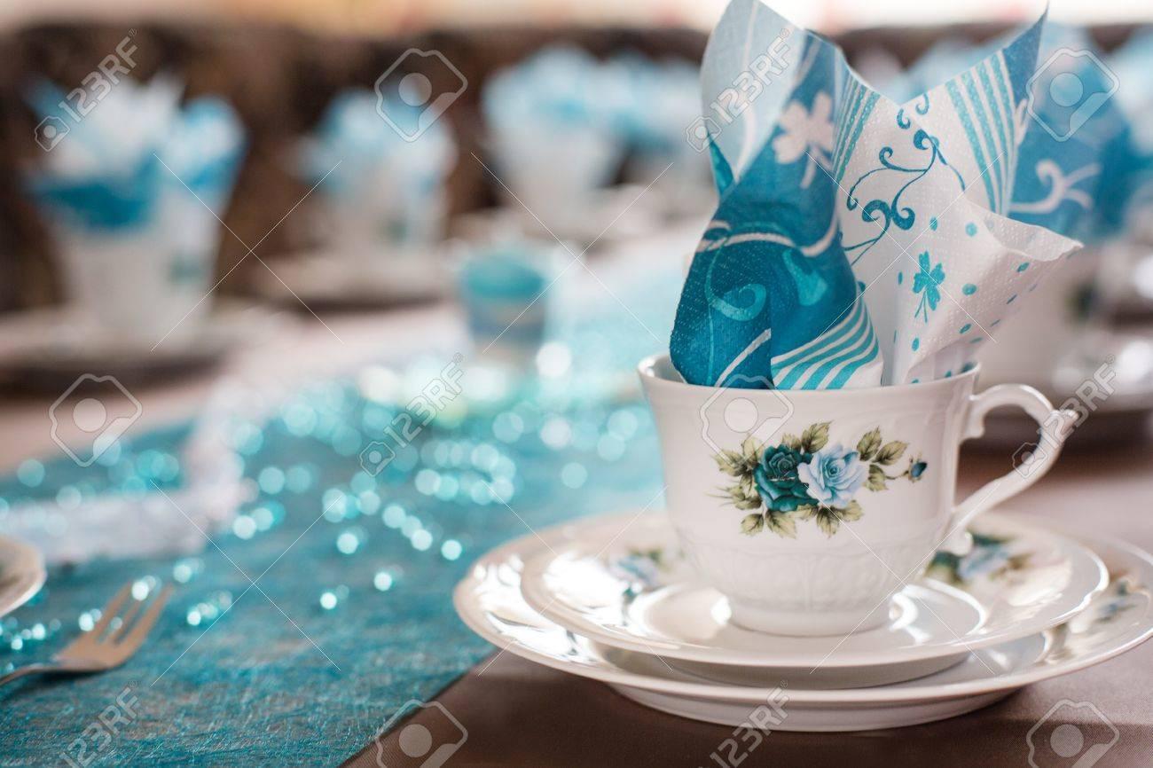 Tischdekoration In Weiss Und Turkis Fur Kaffee Zeit Lizenzfreie Fotos