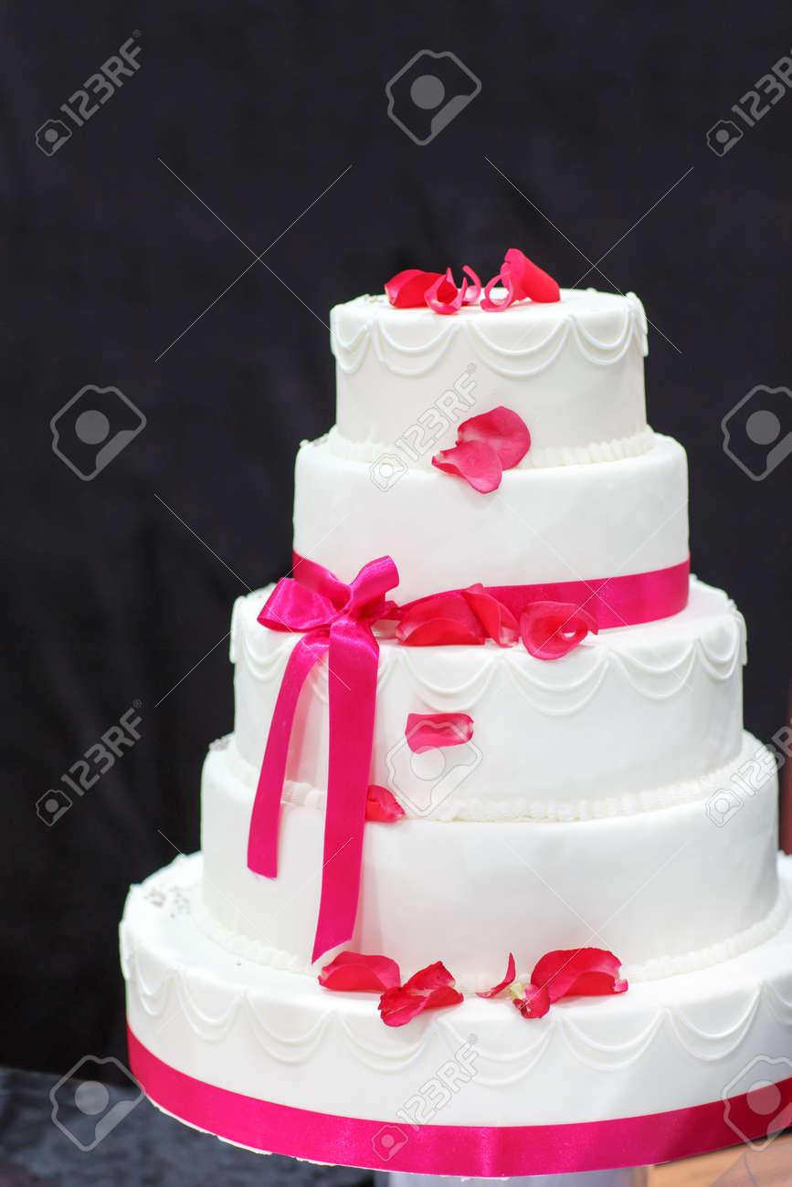 Gâteau De Mariage En Blanc Et Rose
