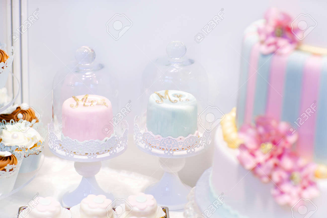 Wedding Cakes In Cream And Pink With Pearls. Cupcakes For Bride ...