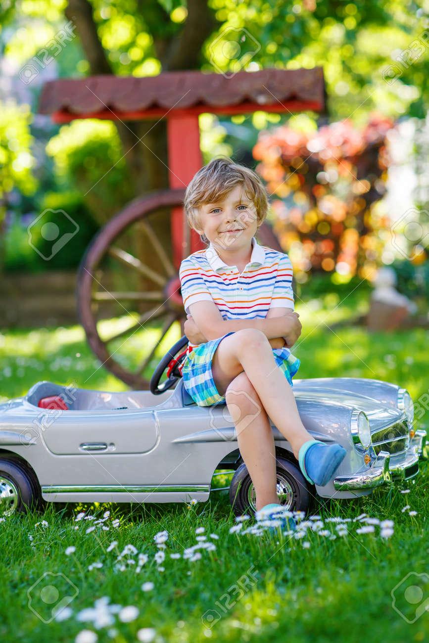 Vieille Voiture Bonne Et L'extérieurLes Loisirs Avec Garçon Jouet Gros AmusantÀ Enfant Petite Vintage Actifs Préscolaire Conduire De PkiuZX