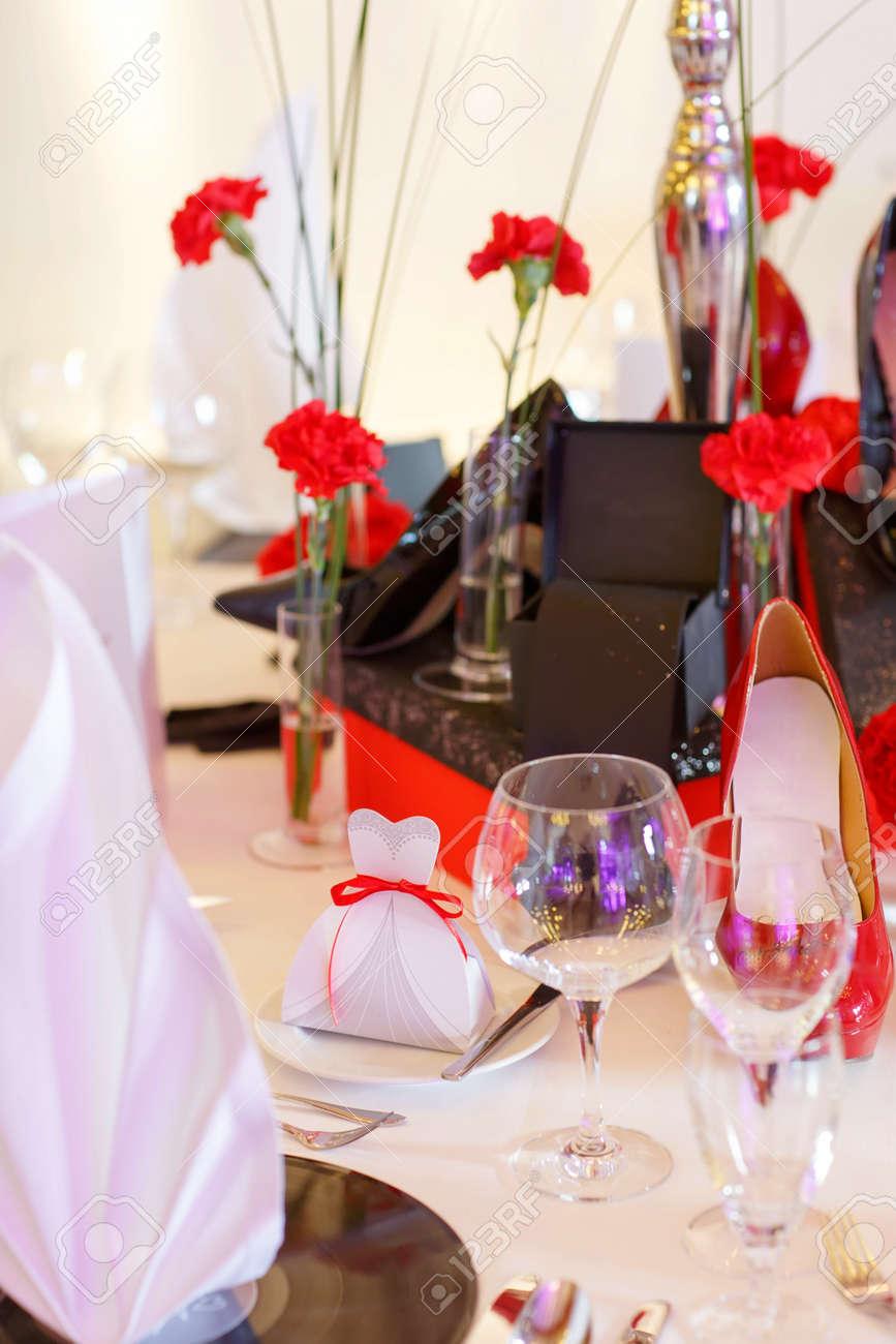 Schone Elegante Tisch Fur Hochzeit Oder Ereignis Party In Rot