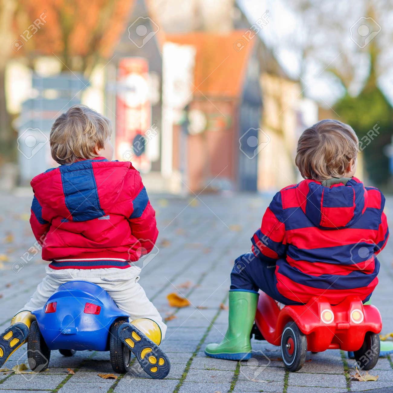 Niños Chaquetas Botas Lluvia Rojas Pequeños Y En Dos De dHxwBaa