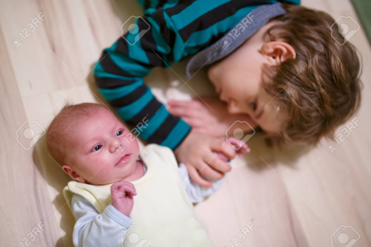 c2f02e44bf436 Happy little kid boy with newborn baby sister girl