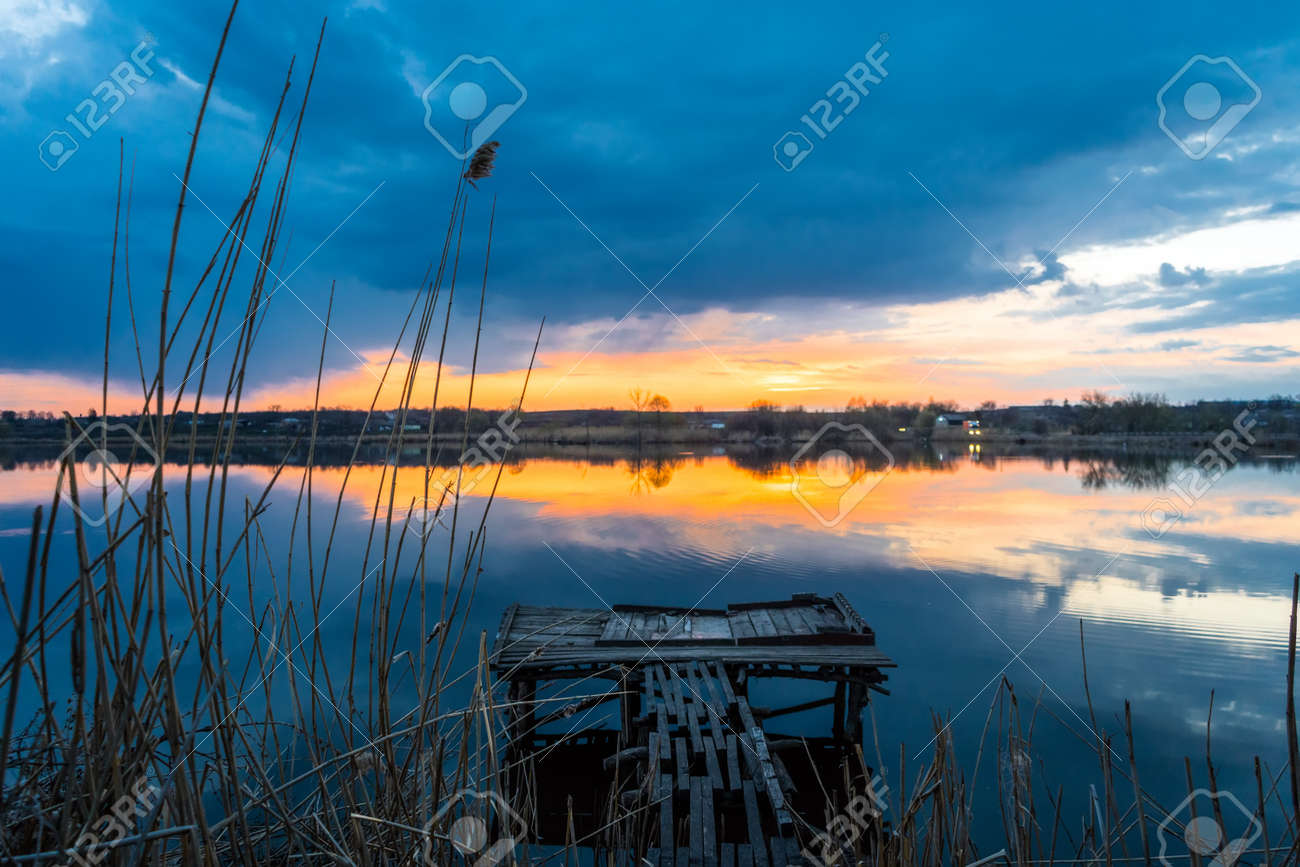 Old fishing wooden bridge on the lake at sunset - 170818671