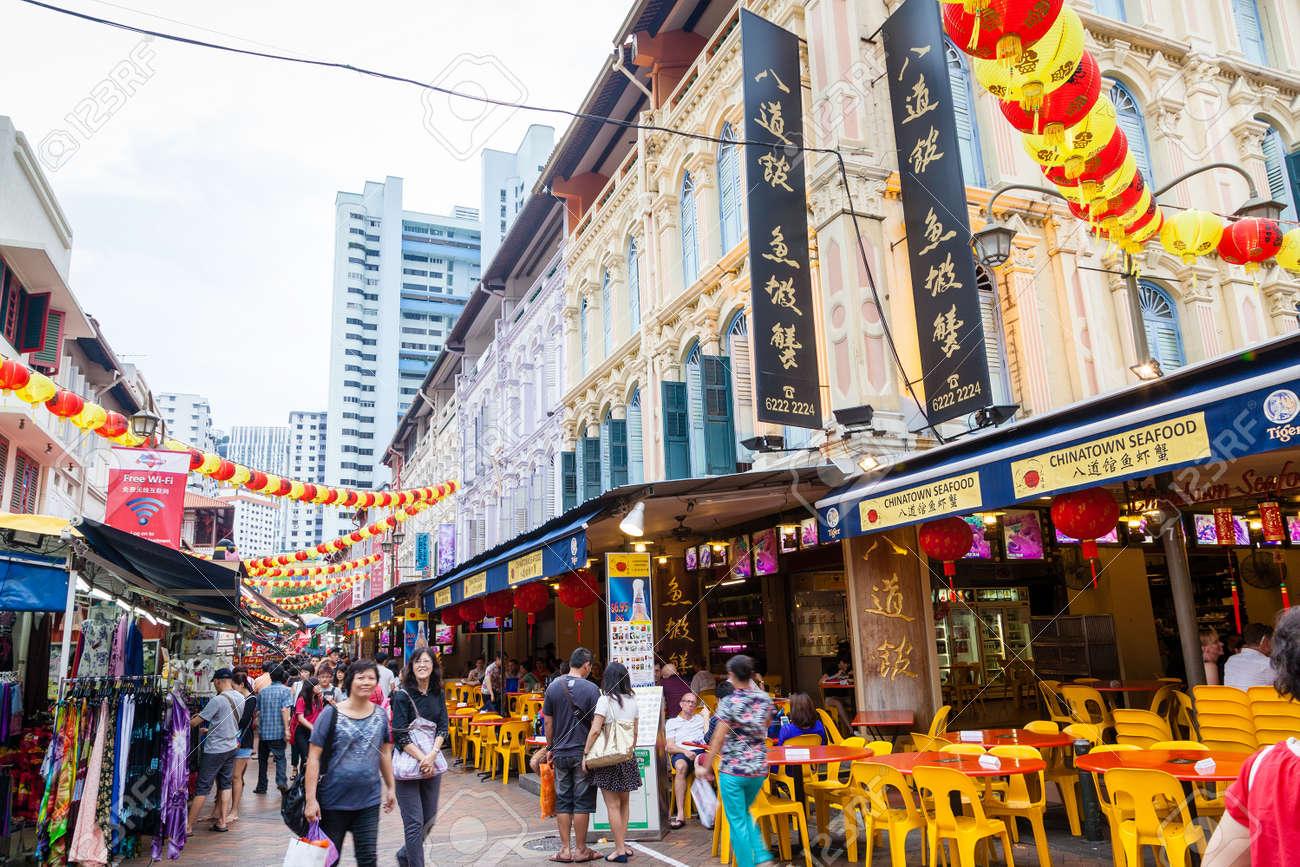 Shopper Besuchen Chinatown Während Der Chinesischen ...