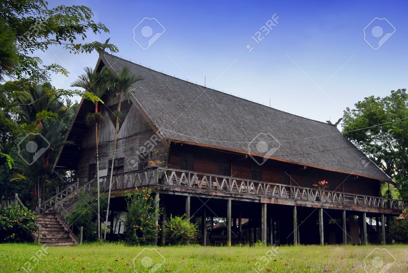 external image 12299421-Rumah-Betang-west-borneo-Dayak-tribe-house-west-borneo-Stock-Photo.jpg