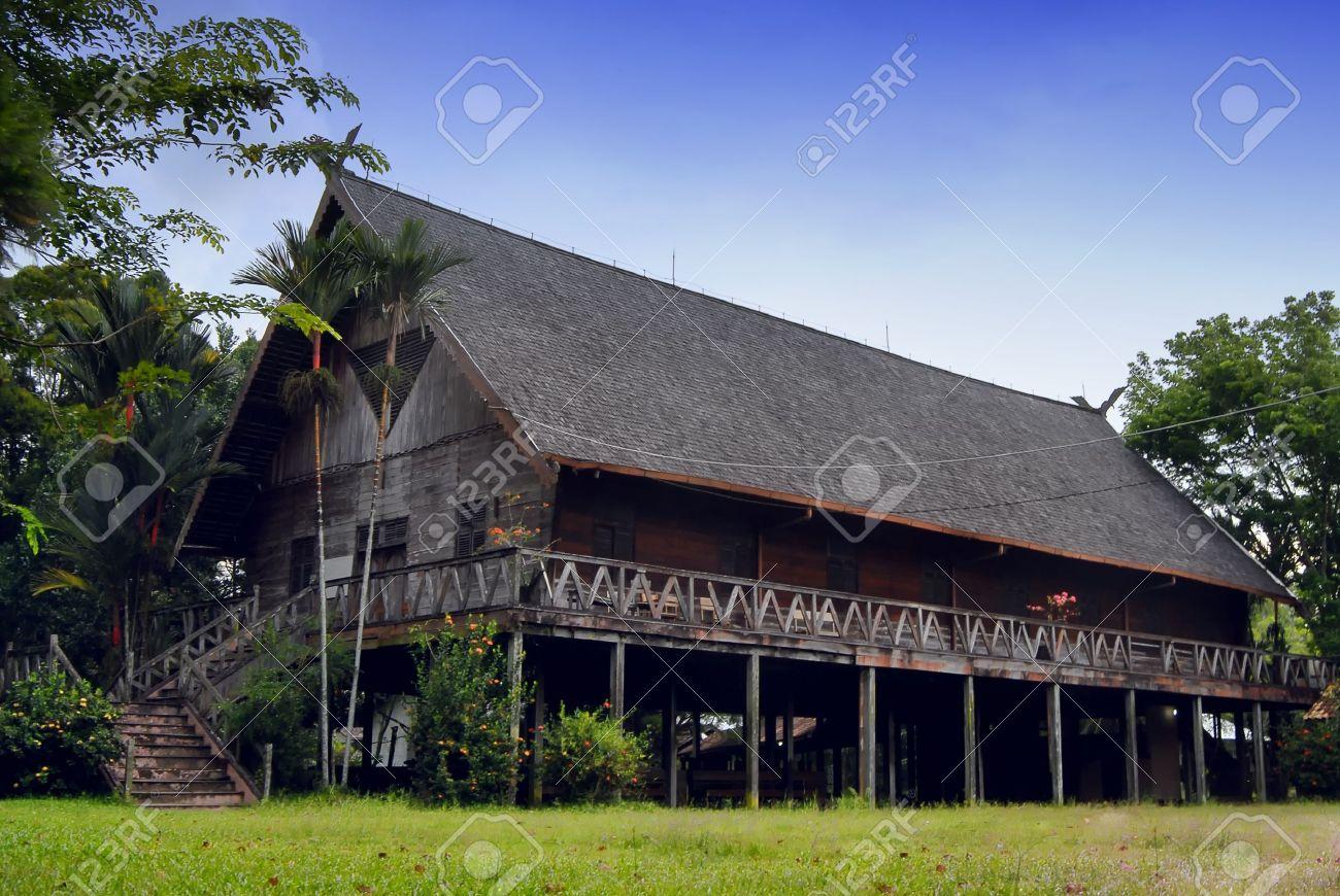 external image 12299421-Rumah-Betang-west-borneo-Dayak-tribe-house-west-borneo-Stock-Photo.jpg