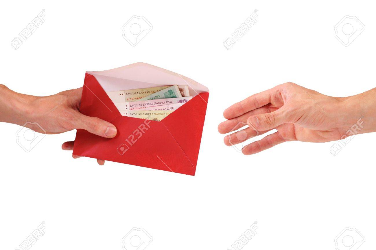Hand hold envelope with money Stock Photo - 11351013