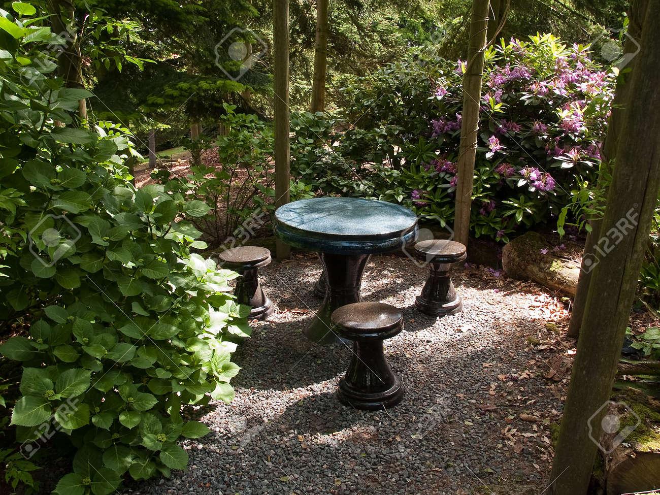 Belle terrasse jardin sièges coin de Pierre