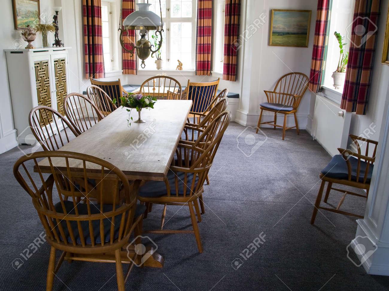 Diseño de interiores de la imagen de una hermosa sala comedor clásica de  estilo rústico