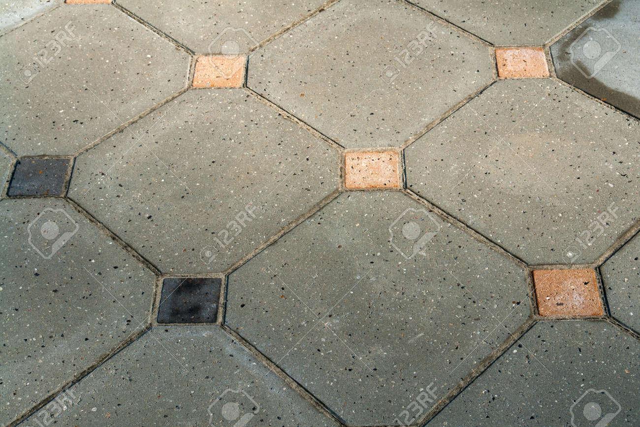 Détails de gris noir et brun couleurs jardin carreaux sol en pierre