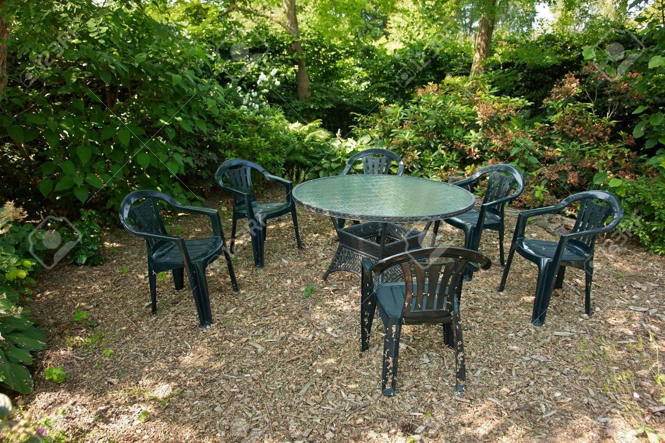 Conception classique en plastique noir Meubles de jardin prêt pour les  invités