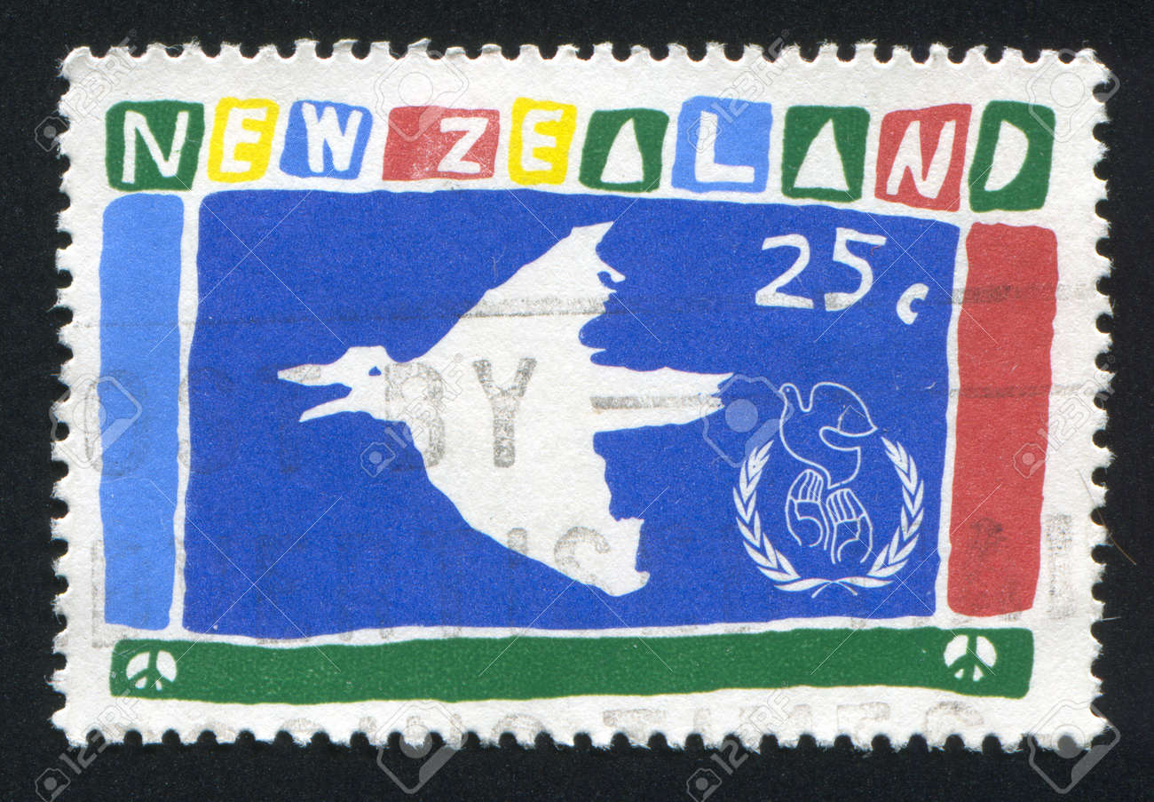NEW ZEALAND - CIRCA 1986: stamp printed by New Zealand, shows Dove, circa 1986 Stock Photo - 13099098