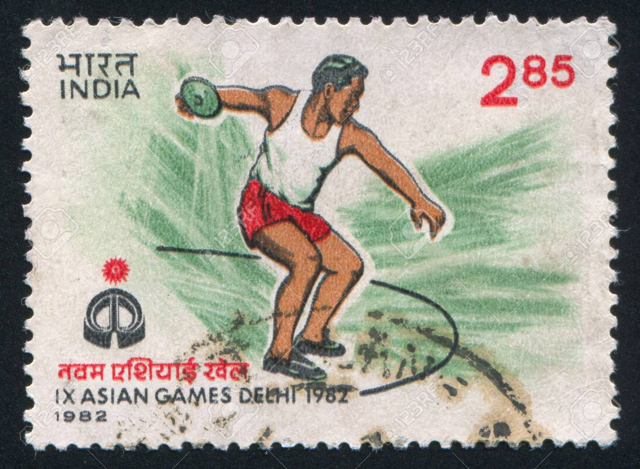 INDIA - CIRCA 1982: stamp printed by India, shows discus throwing, circa 1982 Stock Photo - 15740838