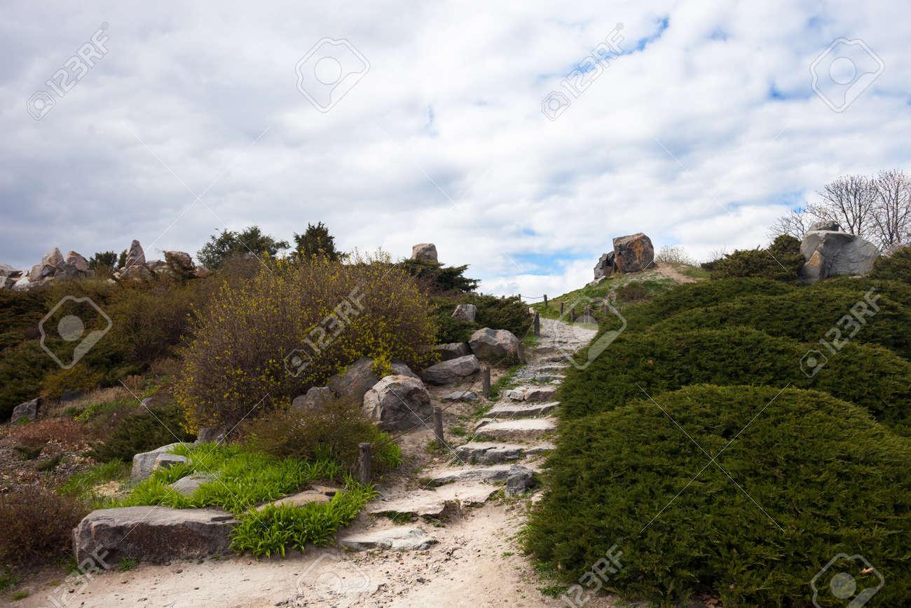 Escaliers Stony Dans La Rocaille à Kiev Jardin Botanique. Banque D ...