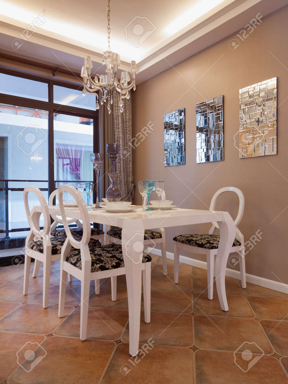 modern dining room with nice decoration Standard-Bild - 20241633