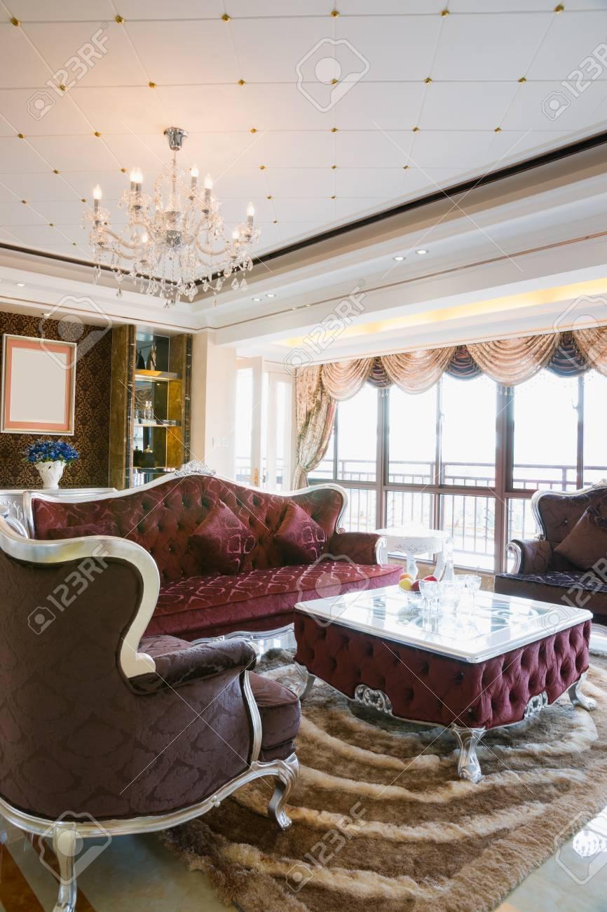 Das Wohnzimmer Mit Luxus Dekoration Und Schöne Möbel Standard Bild    21379725