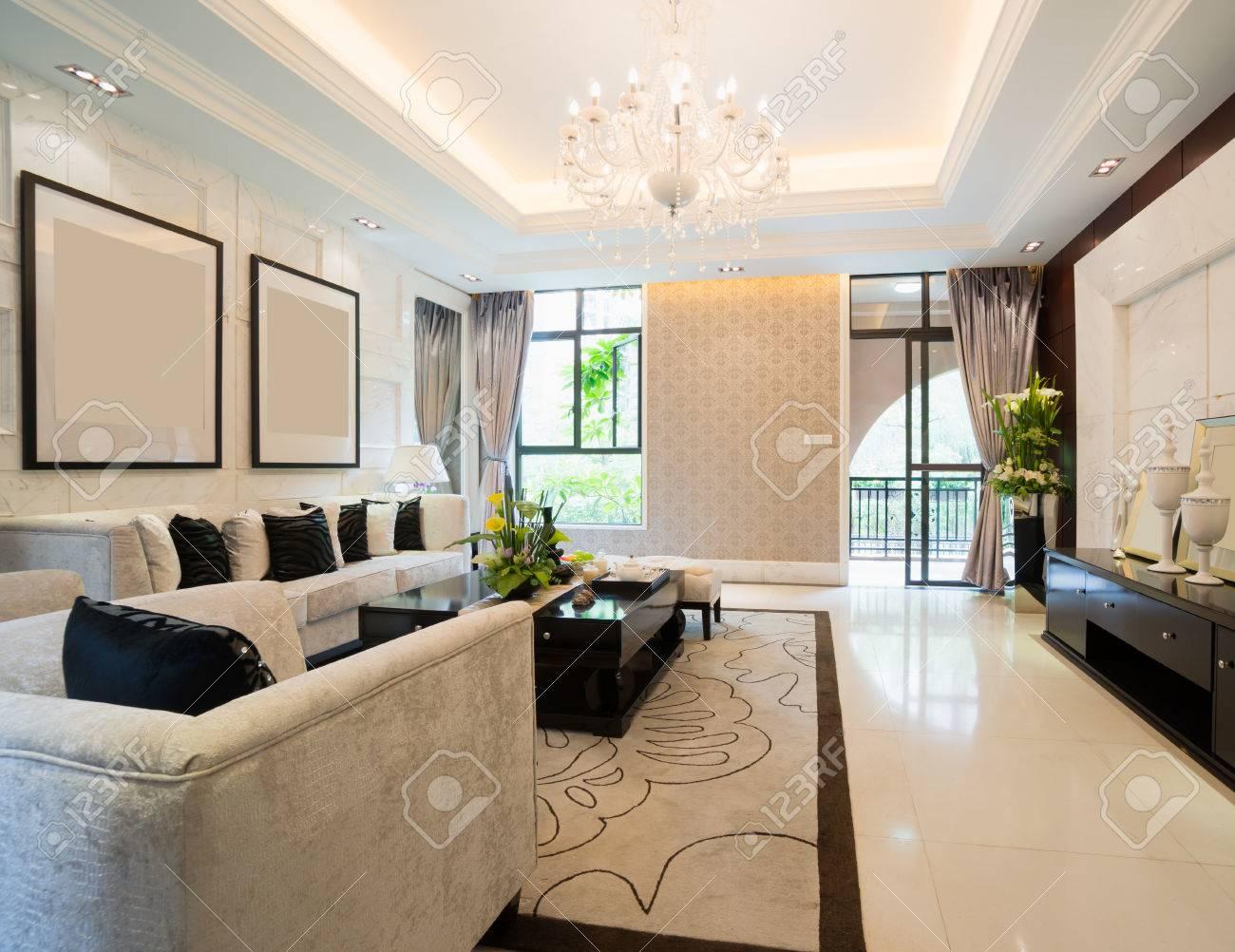 Luxus Wohnzimmer Mit Schönen Dekoration Standard Bild   24225933