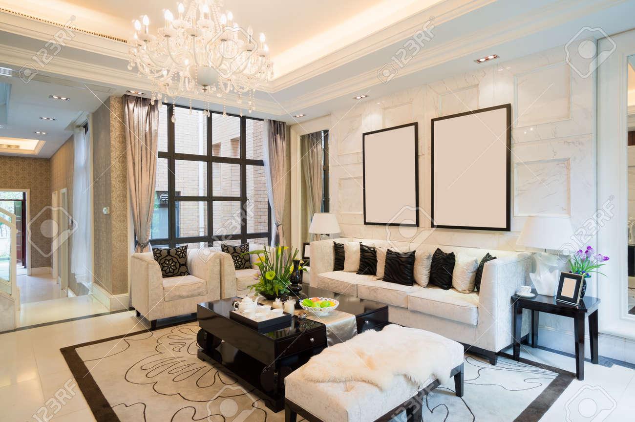 Luxus Wohnzimmer Mit Schöner Dekoration Standard Bild   24225946