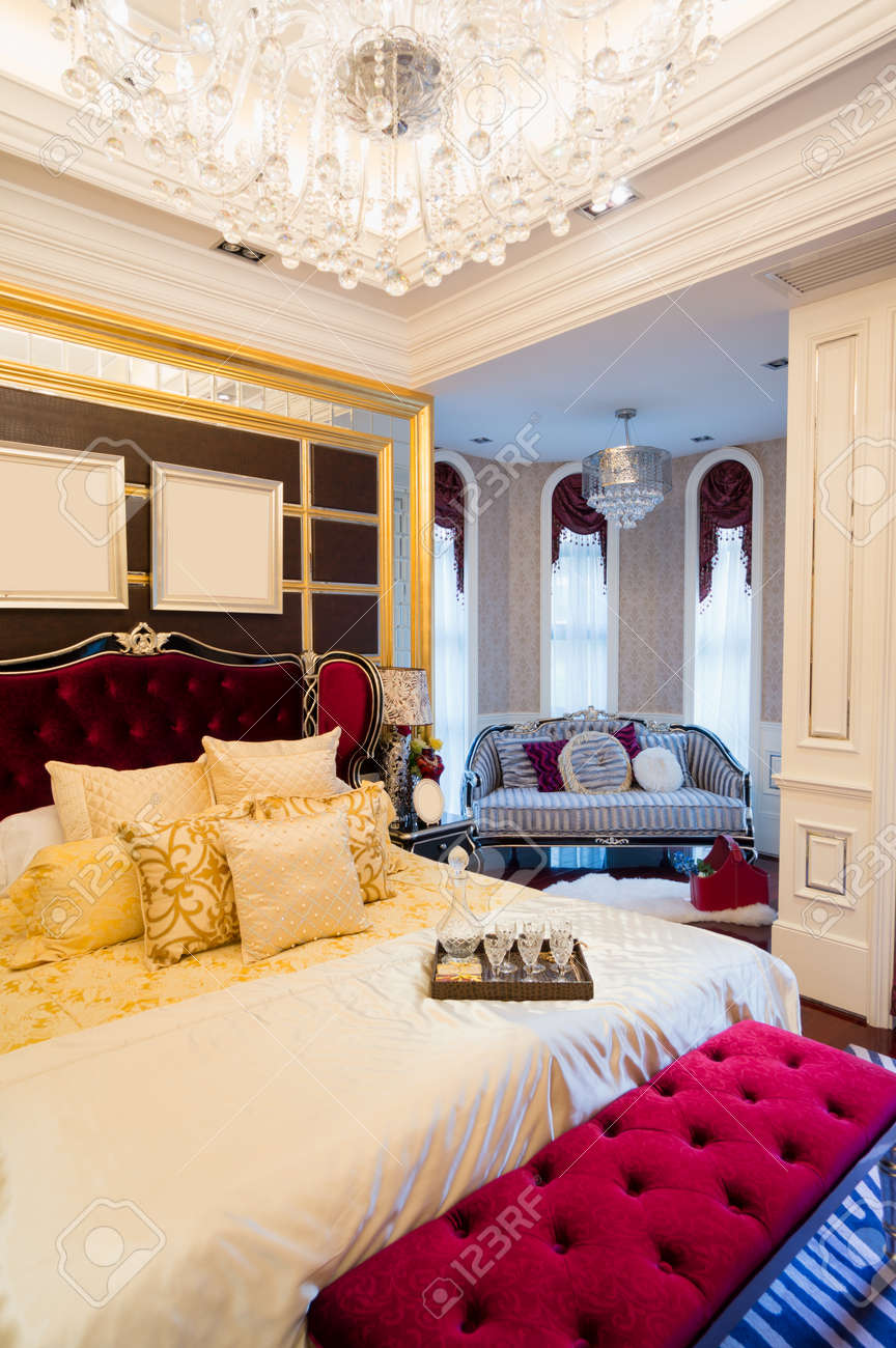 luxury bedroom with nice decoration Stock Photo - 24283228