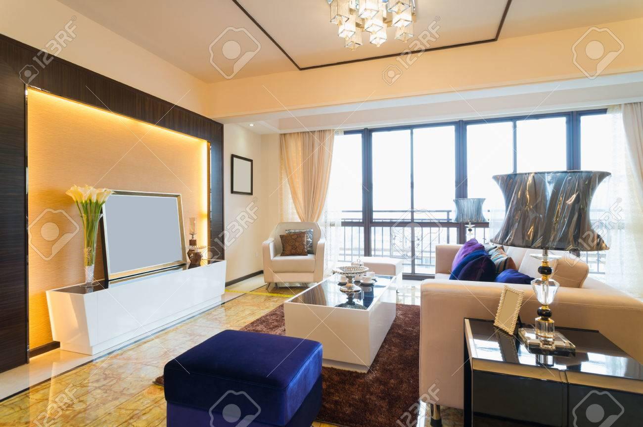 Moderne Wohnzimmer Mit Schönen Dekoration Standard Bild   25285364