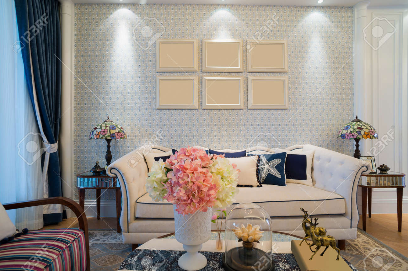 Salon Classique Avec Un Design Agréable Et Décoration Banque D ...